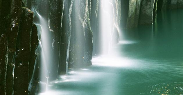 神秘性を高める湖、川、海