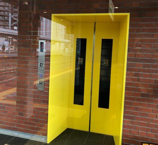 橋上駅舎へのエレベーター